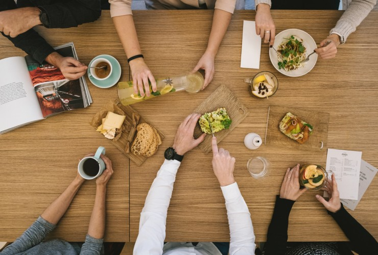 Príďte na neskoré raňajky do Fachu